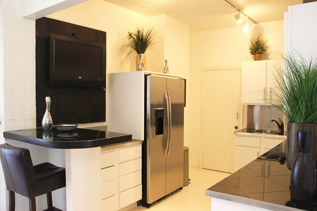 Fully-Equipped-Kitchen-with-stainless-steel-appliances1